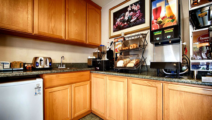 Midweek Special. Travel Directory Wine Country Inn and Suites Sonoma Cloverdale